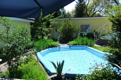 beide Ferienhäuser mit Pool sehr schön
